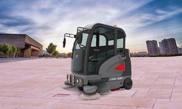 电动驾驶式扫地车清洁地面高效节能环保